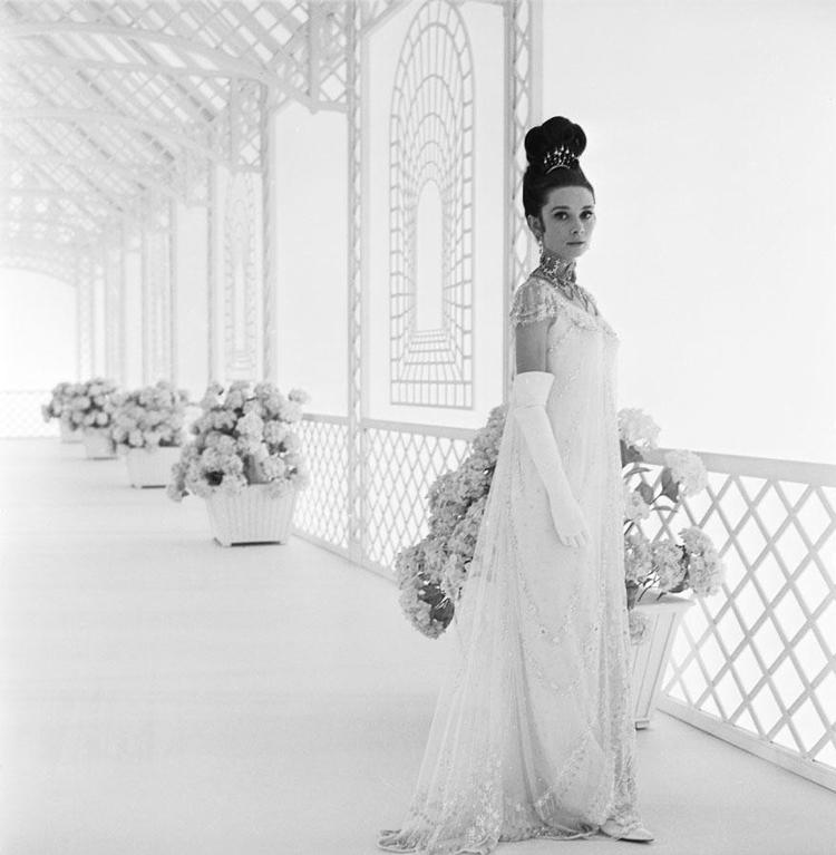Audrey-Hepburn-vestido-branco