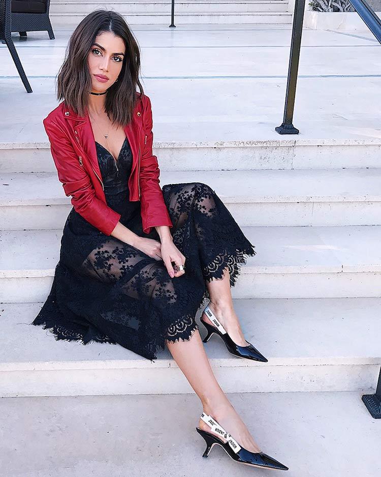 jaqueta-de-couro-vermelha-e-vestido-de-renda-preto