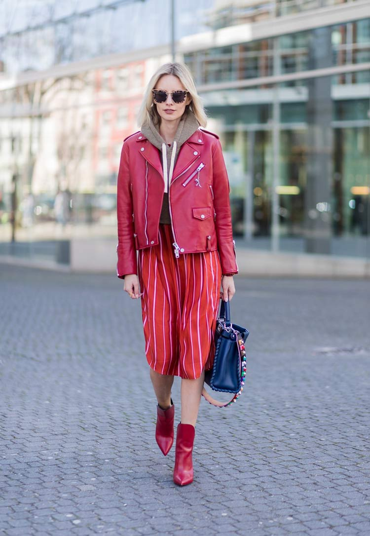look-com-jaqueta-vermelha-de-couro