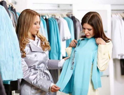 mulher-provando-roupas