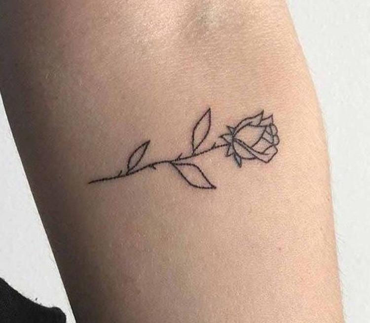 tatuagem-de-flor-pequena