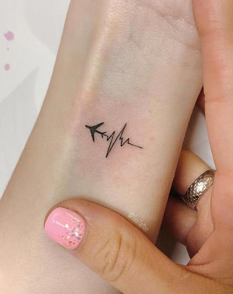 tatuagem-pequena-de-avião