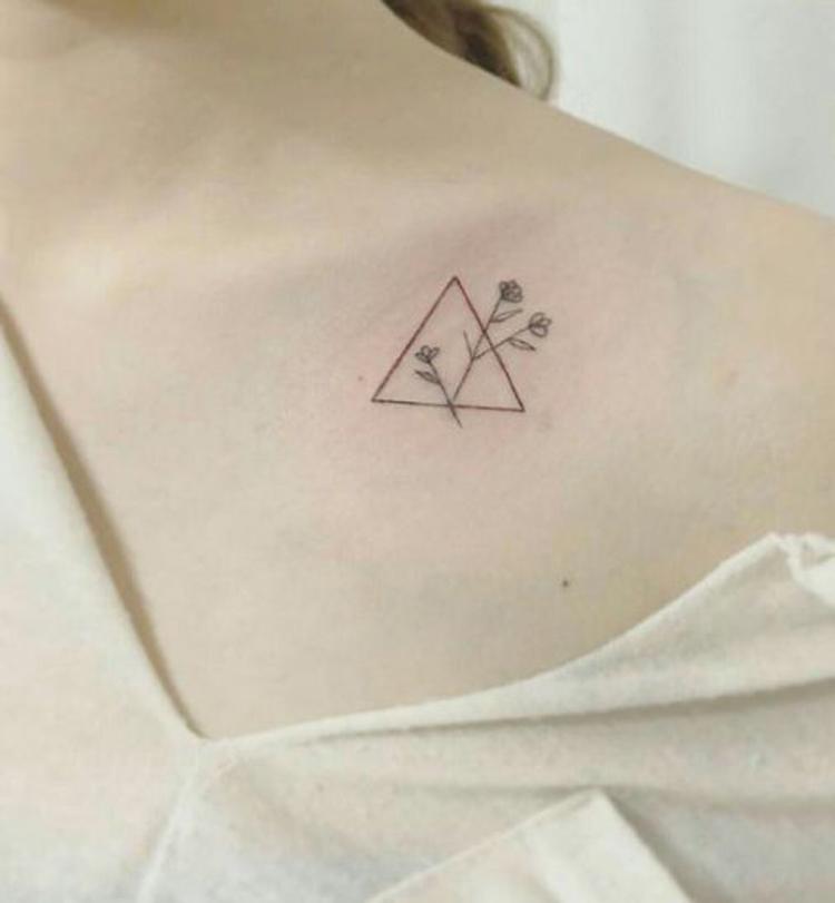 tatuagem-pequena-feminina-minimalista