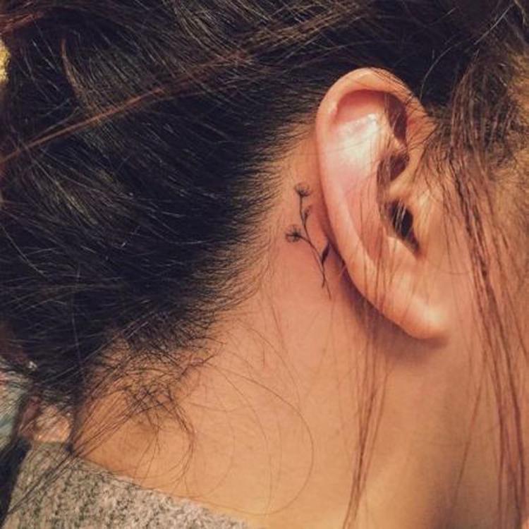 tatuagem-pequena-na-orelha