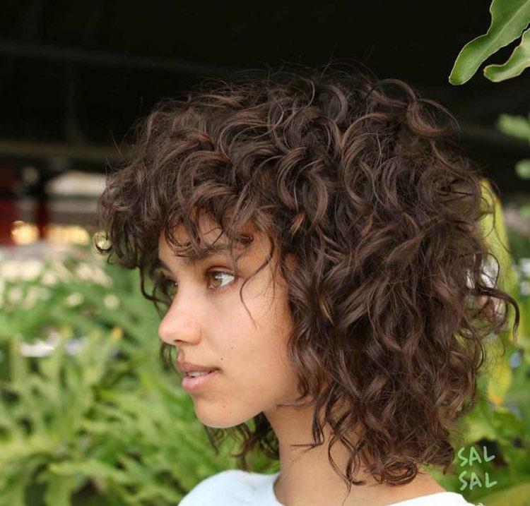 corte-assimetrico-cabelo-cacheado