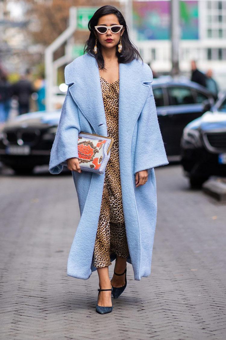 look-com-calçado-mary-jane-e-casaco-azul
