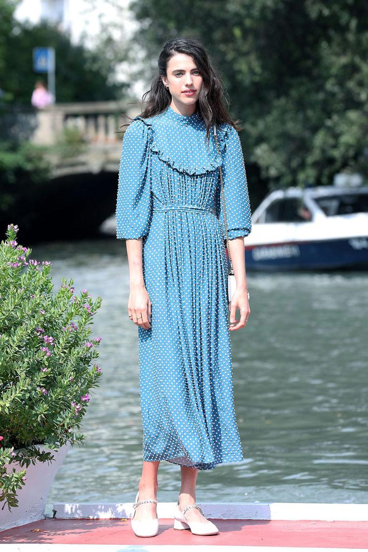 vestido-romântico-azul-e-calçado-mary-jane