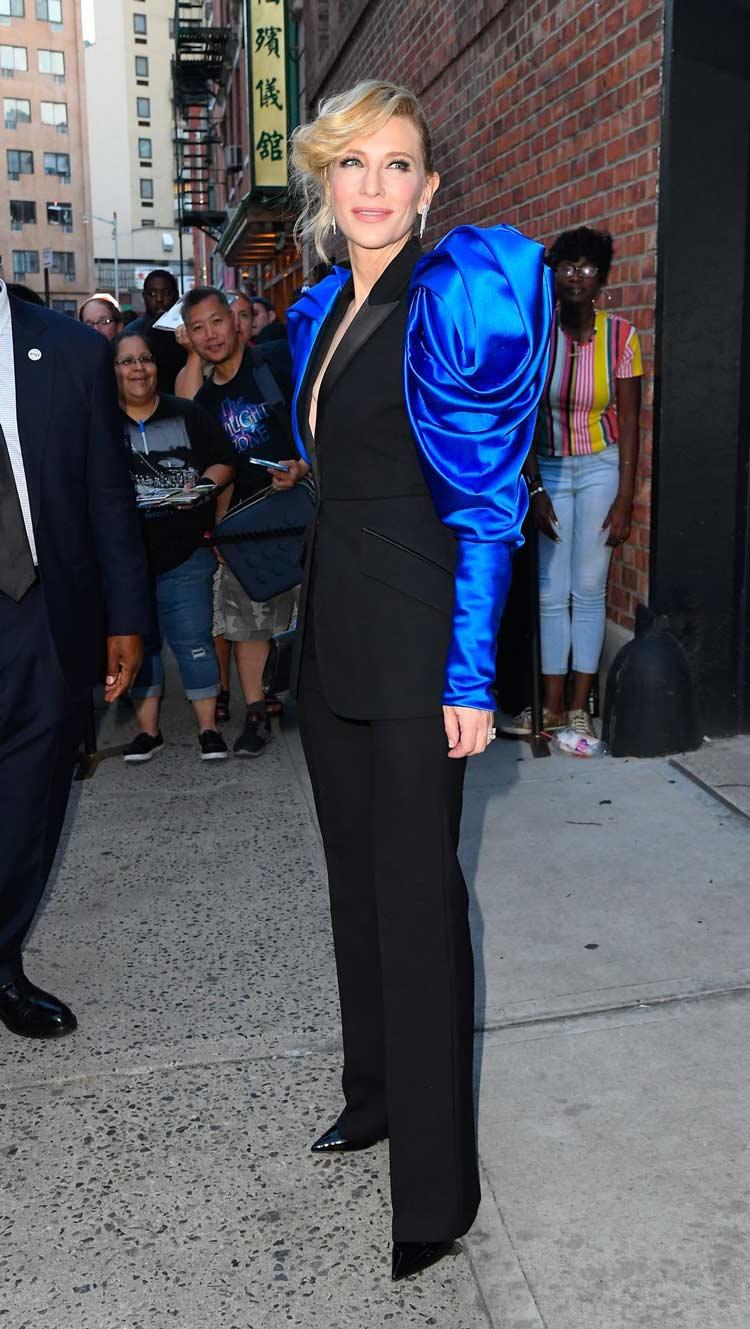 Cate-Blanchett-no-Soho-com-mangas-superlativas