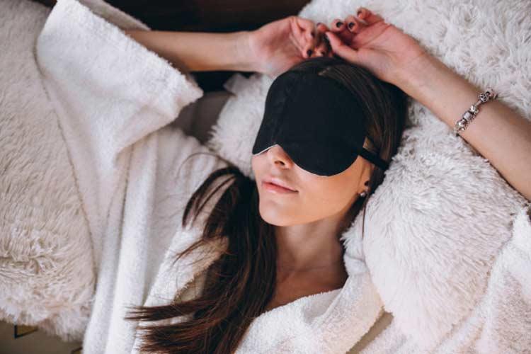 dormir-com-máscara-tratamento-de-beleza-contra-olheiras