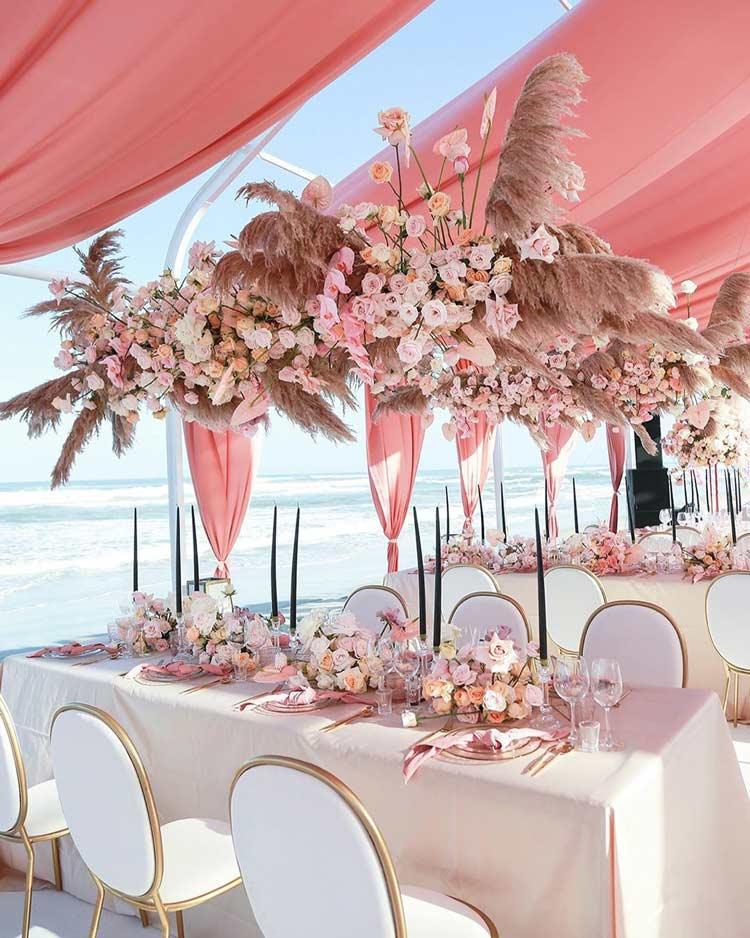 rosa-na-decoração-de-casamentos