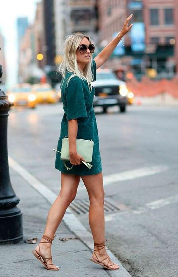 sandalia-rasteira-e-vestido-verde-looks-verao