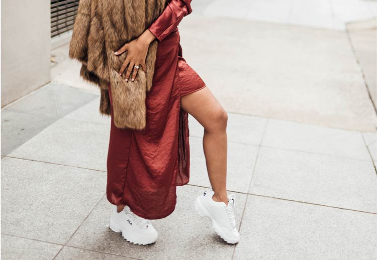 tênis-fila-branco-com-vestido-de-festa