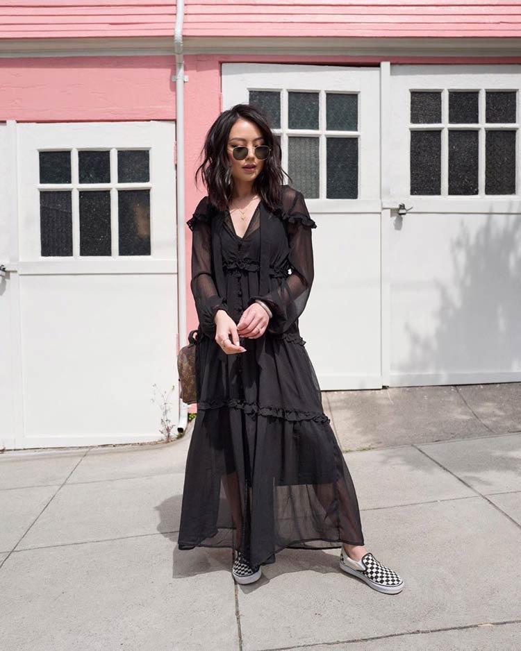 vestido-de-festa-preto-e-tenis-vans