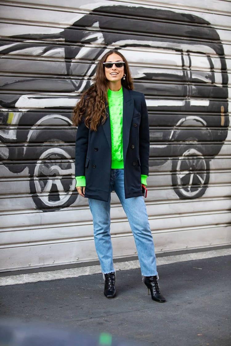 Cores-das-roupas-para-cabelos-castanhos-blusa-neon