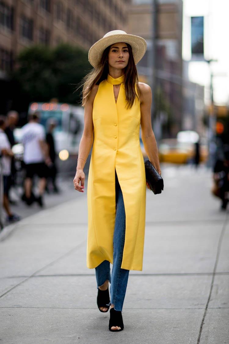 Cores-das-roupas-para-cabelos-castanhos-colete-amarelo-vibrante
