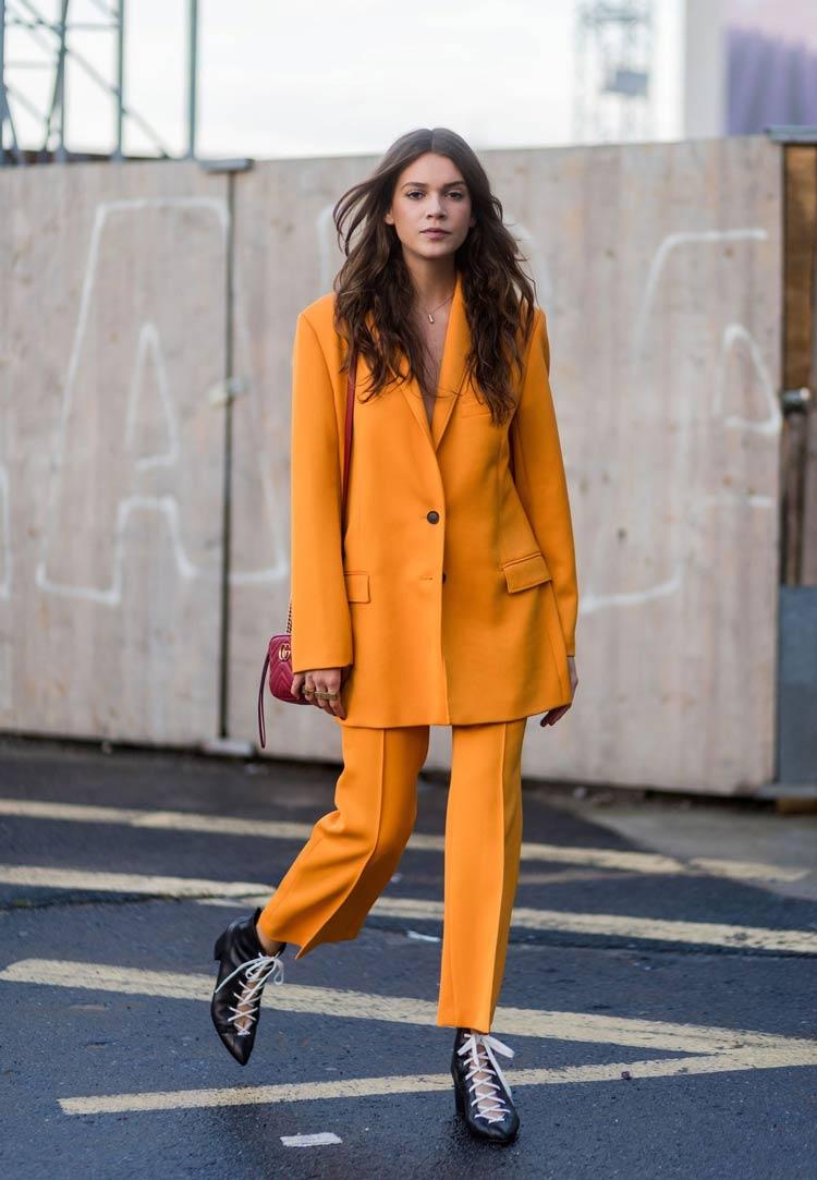 Cores-das-roupas-para-cabelos-castanhos-look-total-laranja