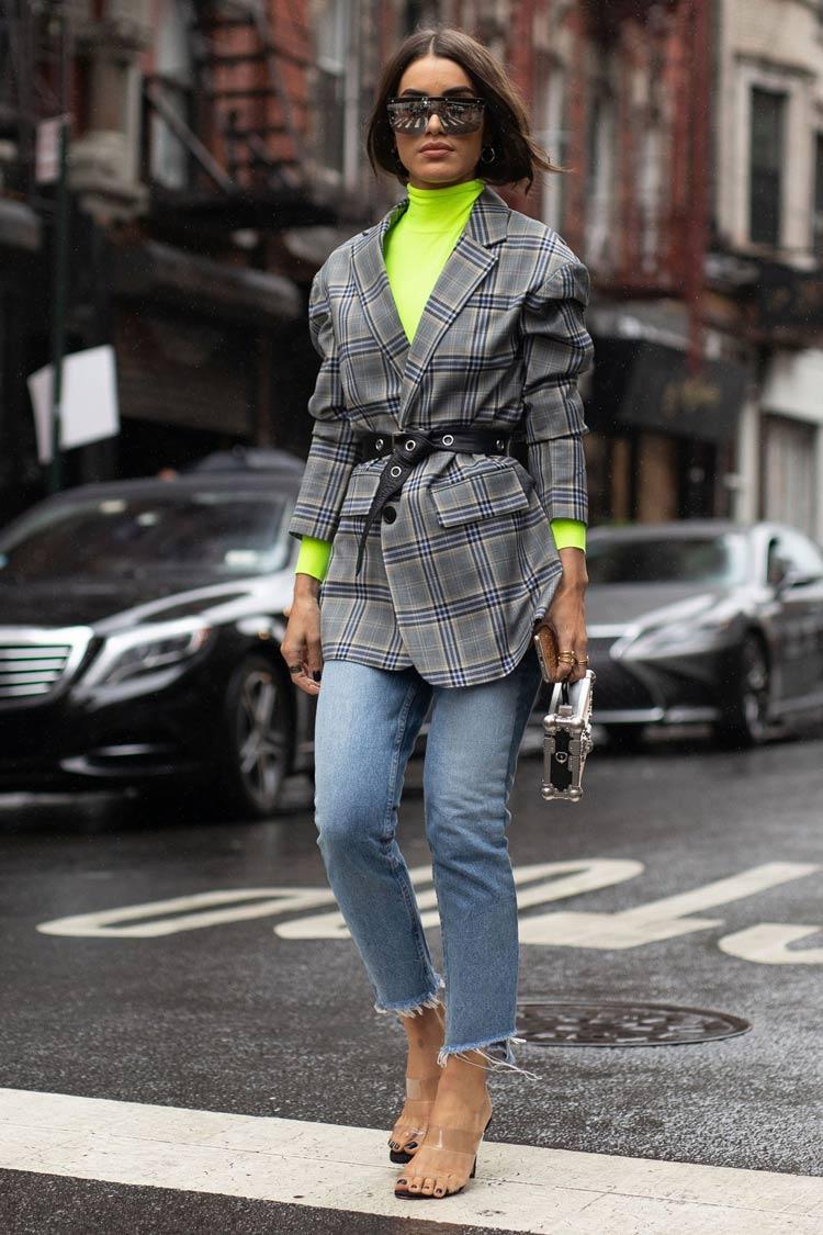Cores-das-roupas-para-cabelos-castanhos-looks-neon
