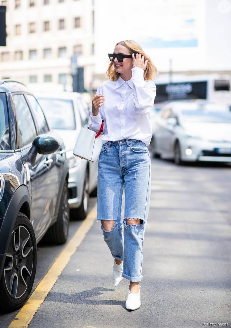 calca-jeans-e-camisa-branca