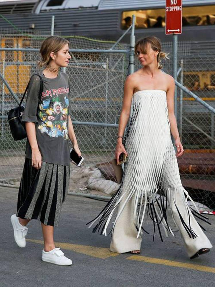 camiseta-de-banda-airon-maiden-saia-plissada-tenis-branco