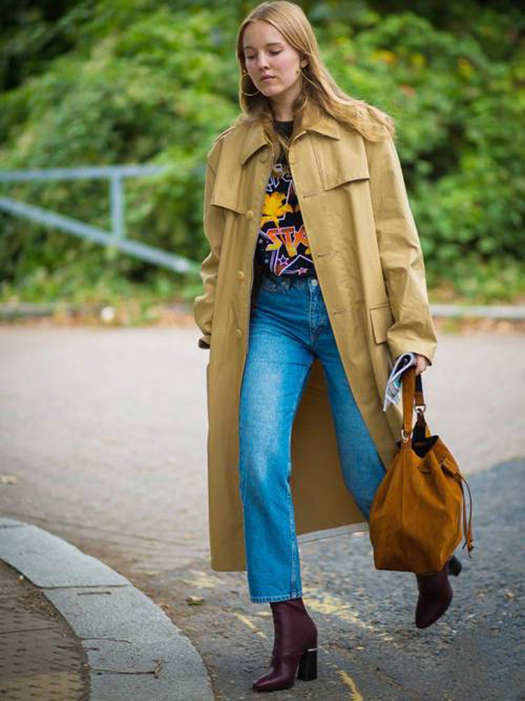 camiseta-de-banda-calca-jean-trench-coat-bege