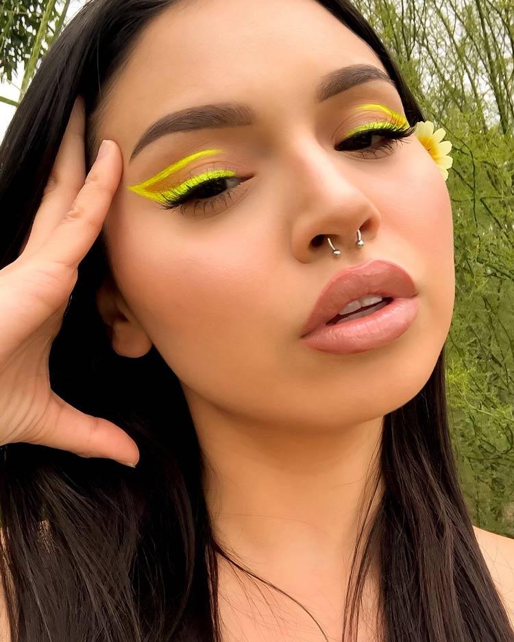 delineado-grafico-amarelo-neon