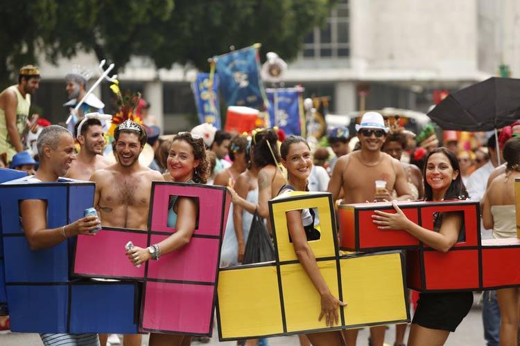 fantasia-de-carnaval-de-rua-criativa-em-grupo