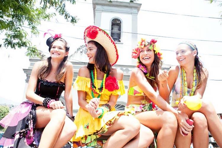 fantasias-de-carnaval-de-rua--grupo-de-amigas