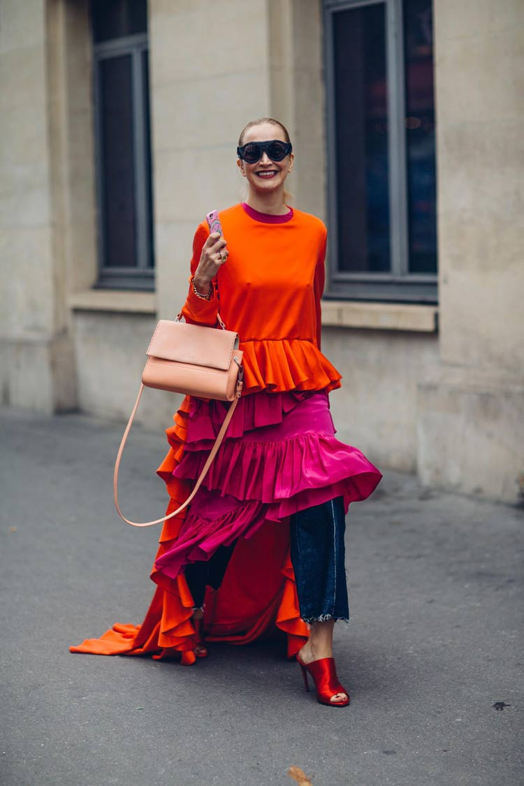 look-colorido-rosa-e-laranja-calca-jeans