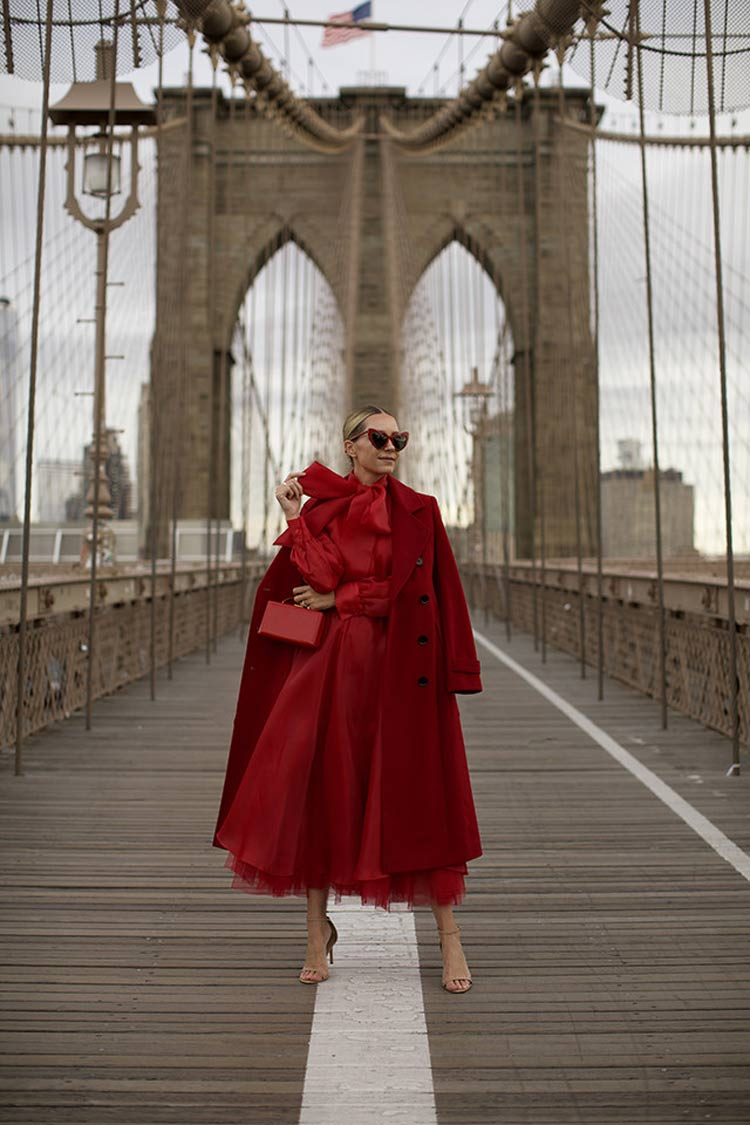 """look-all-red """"width ="""" 750 """"height ="""" 1125 """"srcset ="""" https://www.wefashiontrends.com/wp-content/uploads/2020/01/look-reddo.jpg 750w, https: //www.wefashiontrends.com/wp-content/uploads/2020/01/look-redirect200x300.jpg 200w, https://www.wefashiontrends.com/wp-content/uploads/2020/01/look -all-red-439x658.jpg 439w """"sizes ="""" (max-width: 750px) 100vw, 750px """"/></p> <h2 class="""