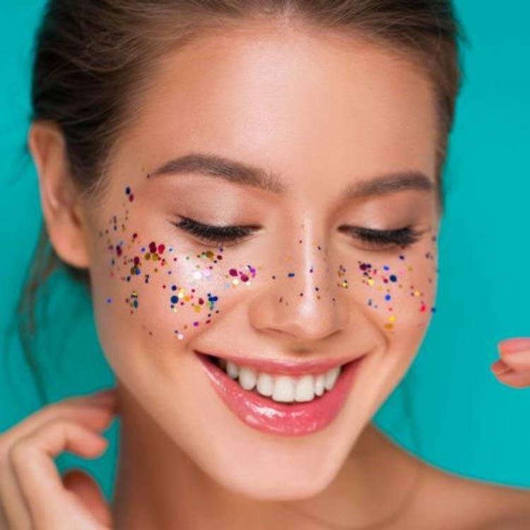 maquiagem-carnaval-sardas-glitter