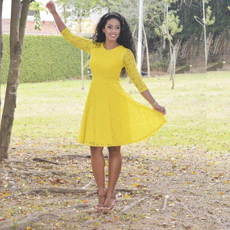roupas-para-ir-no-culto-igreja-moderna-vestido-renda-amarelo