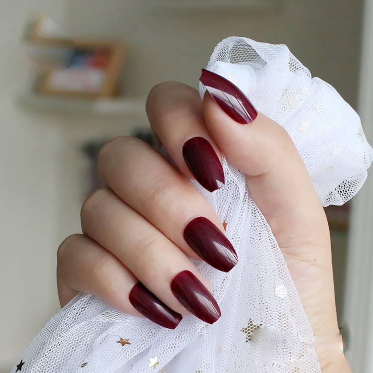tendencia-cores-unhas-vermelho-vampiro