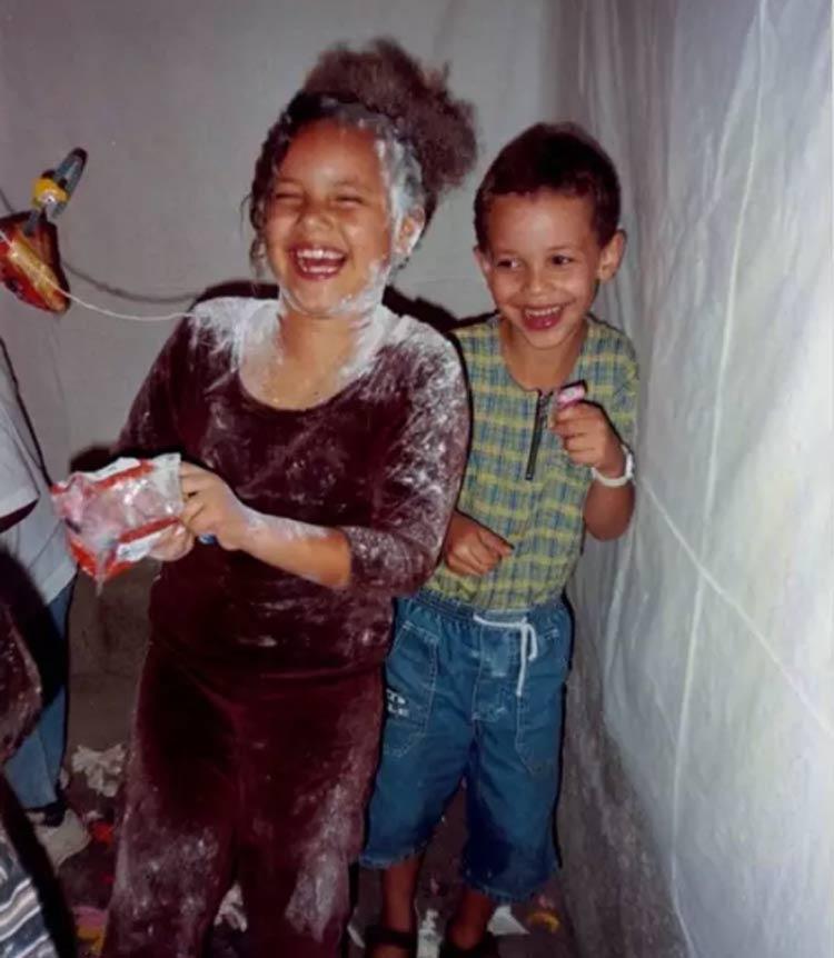 aniversario-anos-80-estoura-balao-com-farinha