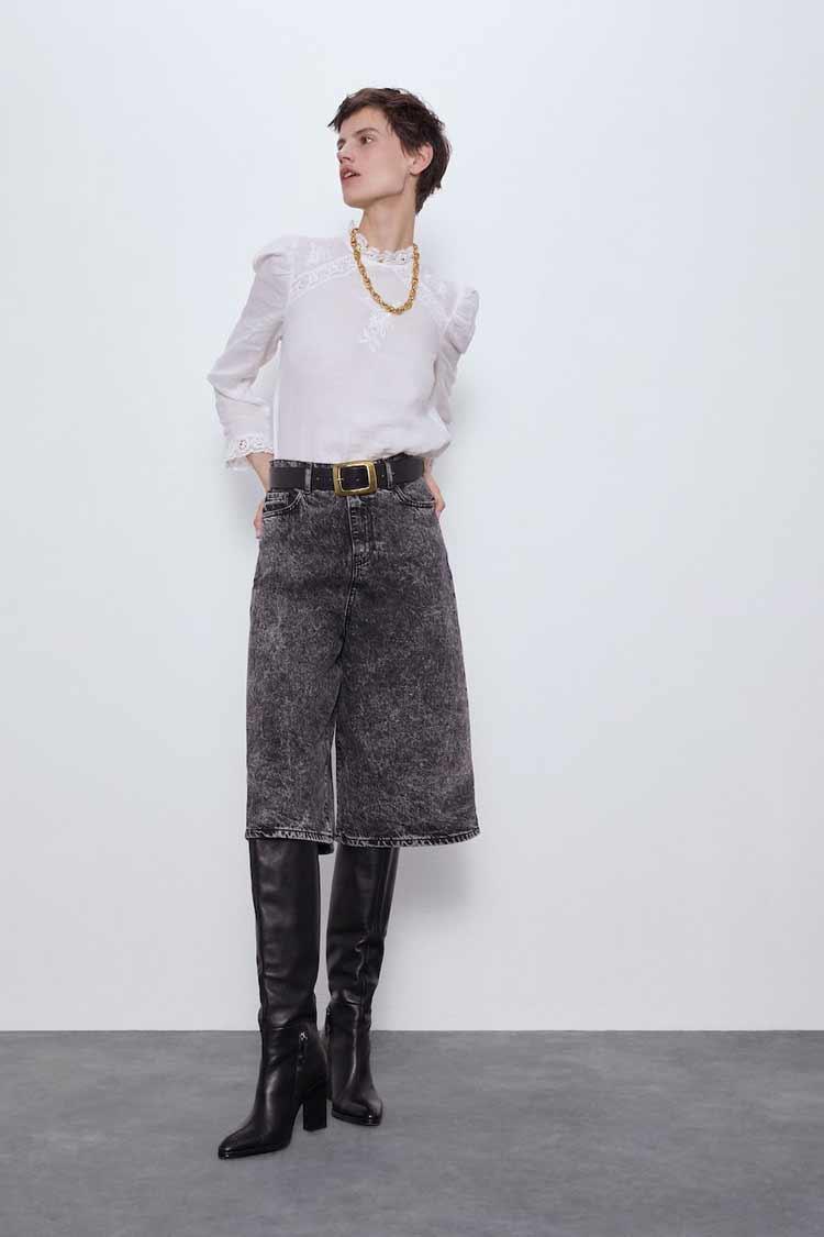 camisa-branca-calca-larga-jeans-bota-cano-alto-zara