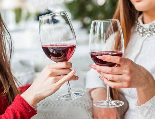 mulheres-bebendo-vinho