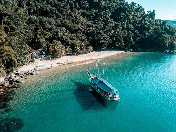 passeio-de-barco-paraty