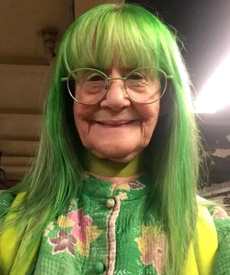 avos-com-cabelos-coloridos-verde