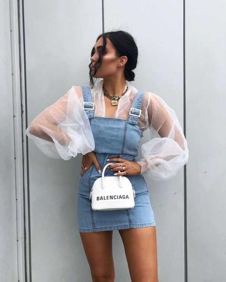 blusa-manga-bufante-transparente-macacao-jeans