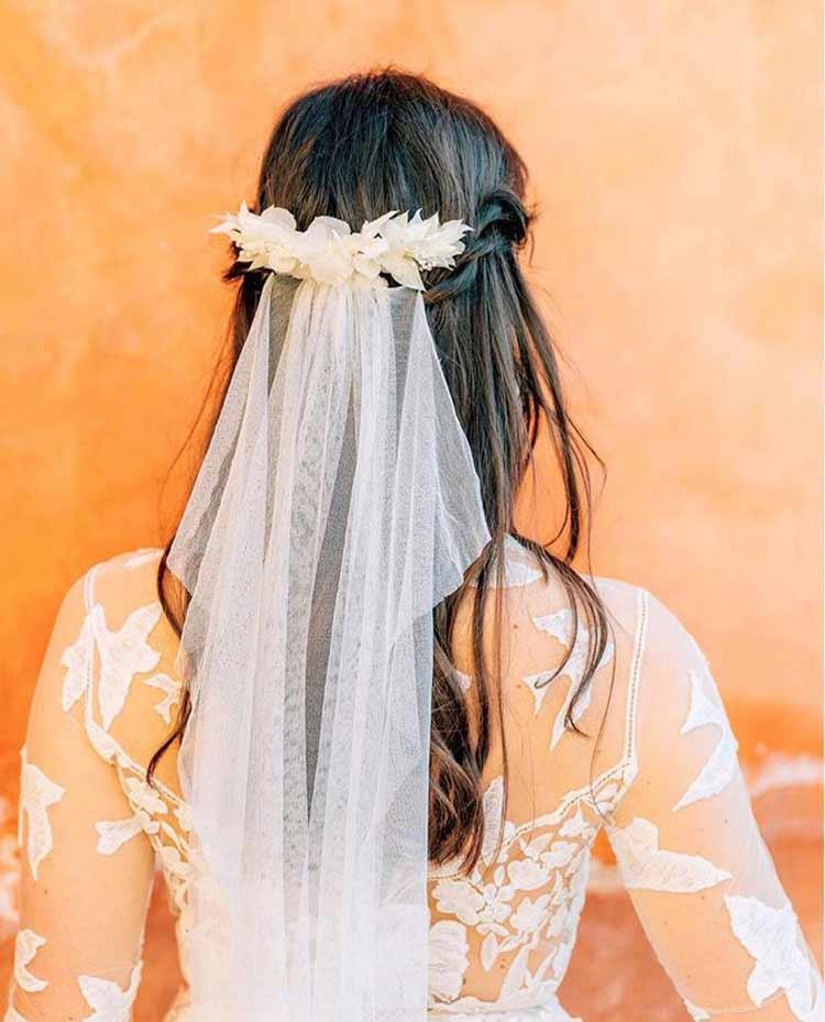 flores-com-veu-de-noiva-casamento-penteado-boho