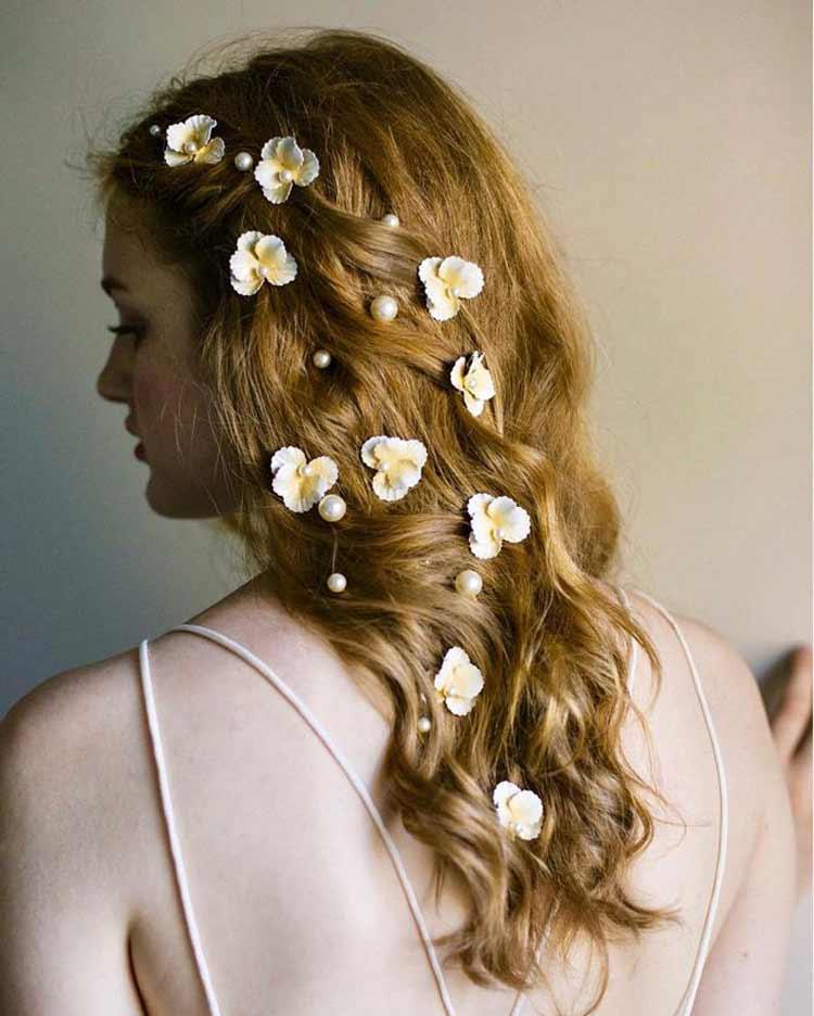 penteados-de-noivas-com-flores
