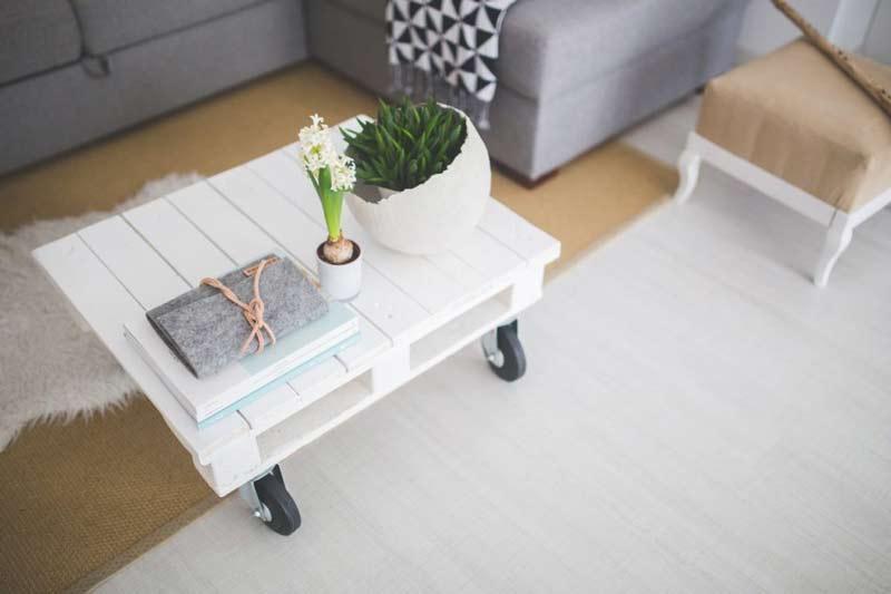 mesa-de-centro-branca-sofa-cinza