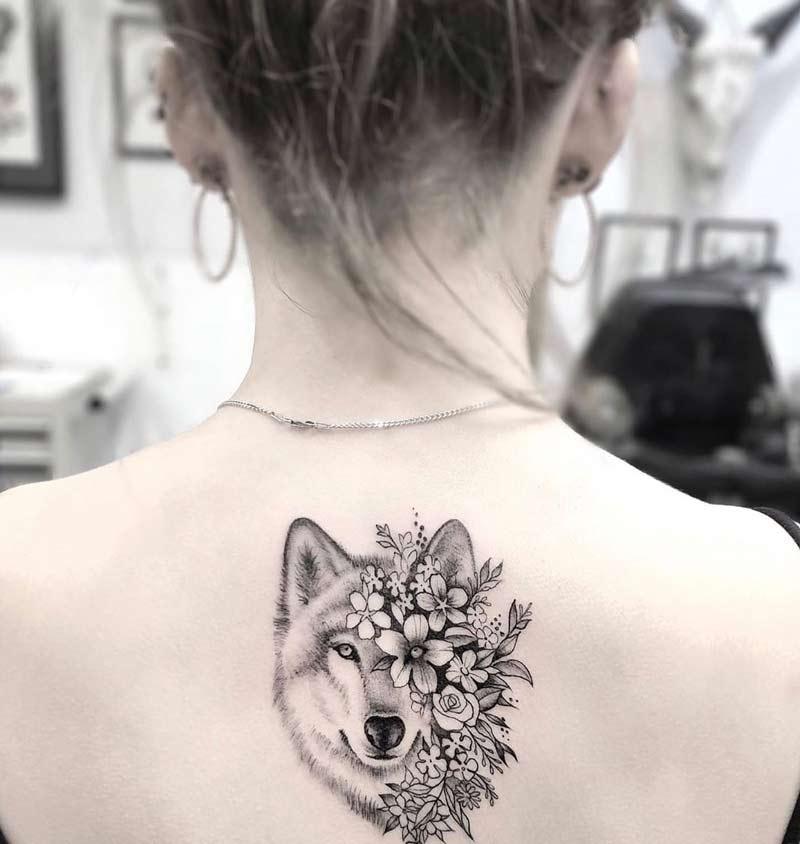 tatuagem-lobo-e-flores