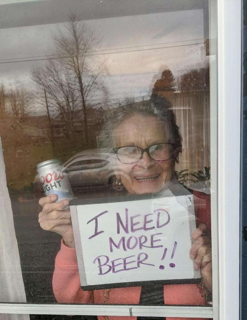 vovo-pede-cerveja-pela-janela