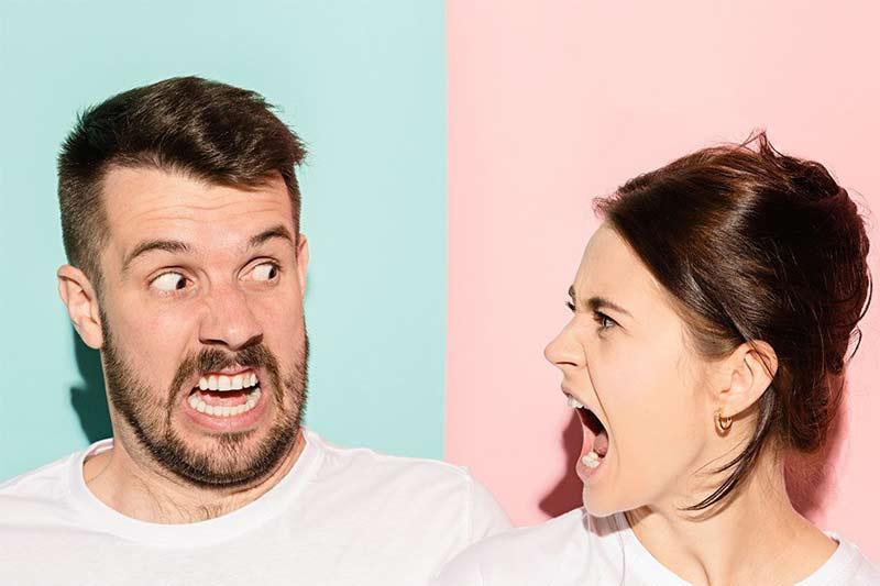 casal-mulher-irritada-e-brava