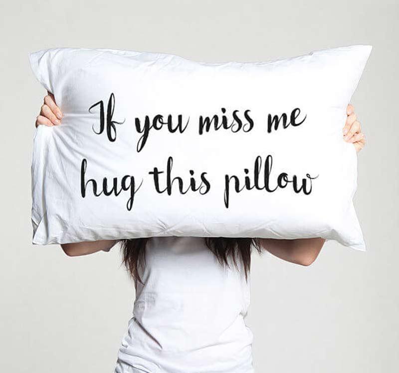 presentes-criativos-dia-dos-namorados-travesseiro-com-frases-de-amor
