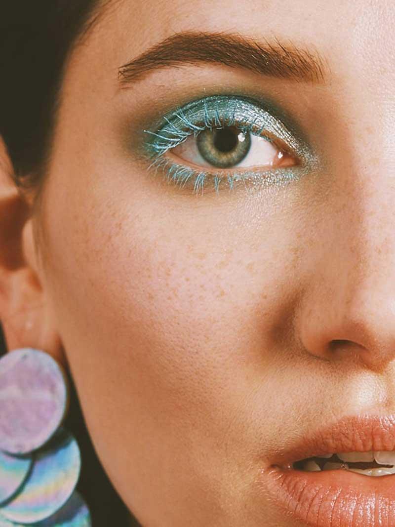 tendencia-maquiagem-2021-rimel-colorido