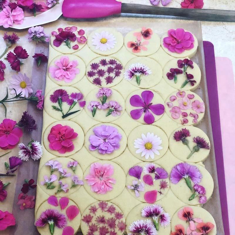 biscoito-amanteigado-com-flores-comestiveis-como-fazer