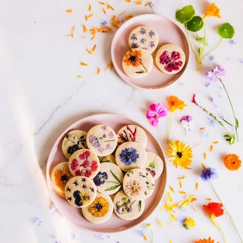 biscoito-amanteigado-com-flores