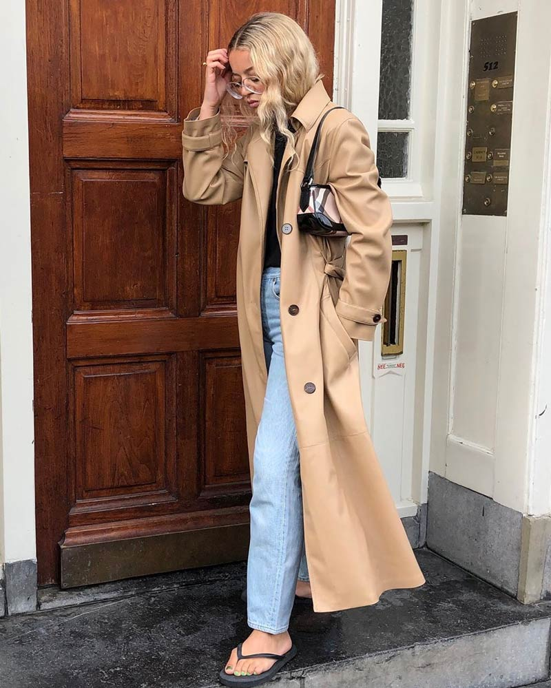 calca-jeans-trench-coat-bege-bolsa-baguete