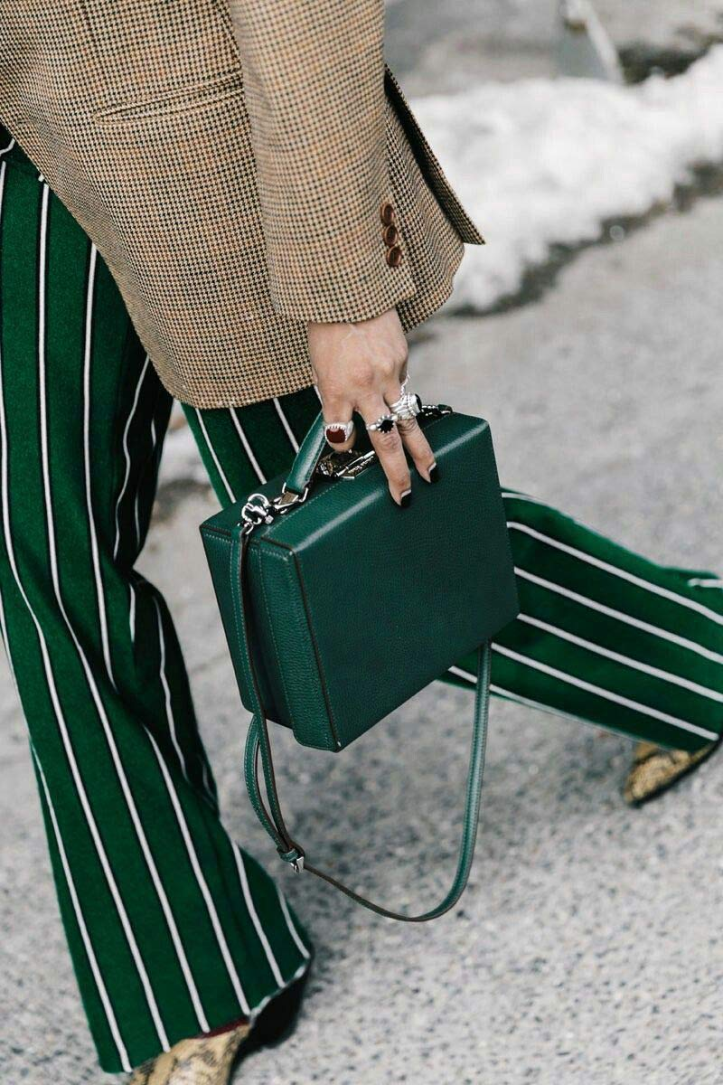 calca-risca-de-giz-verde-blazer